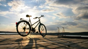 Creative_Wallpaper_Bicycling_on_the_waterfront_079815_