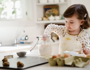lil-girl-cooking